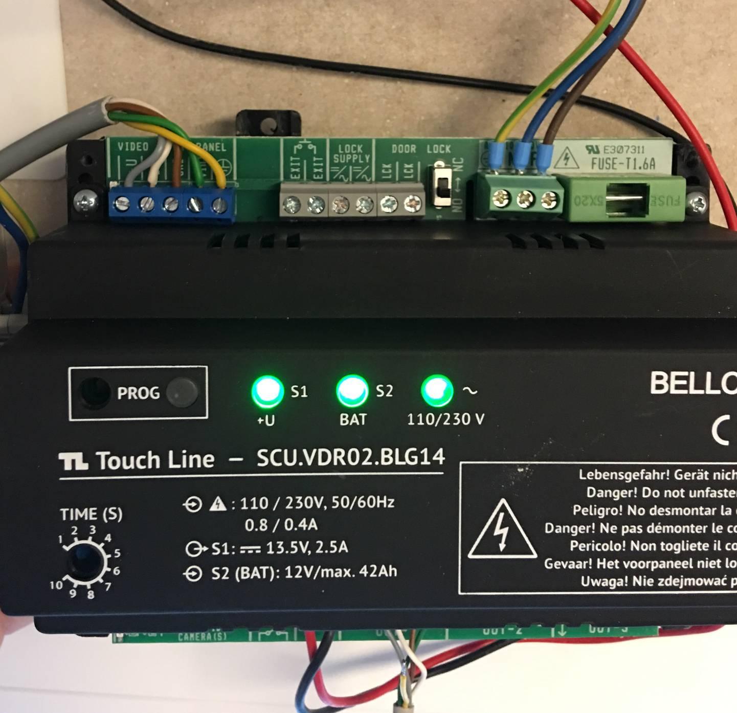 Anschlussklemmen_und_Betriebs-LED