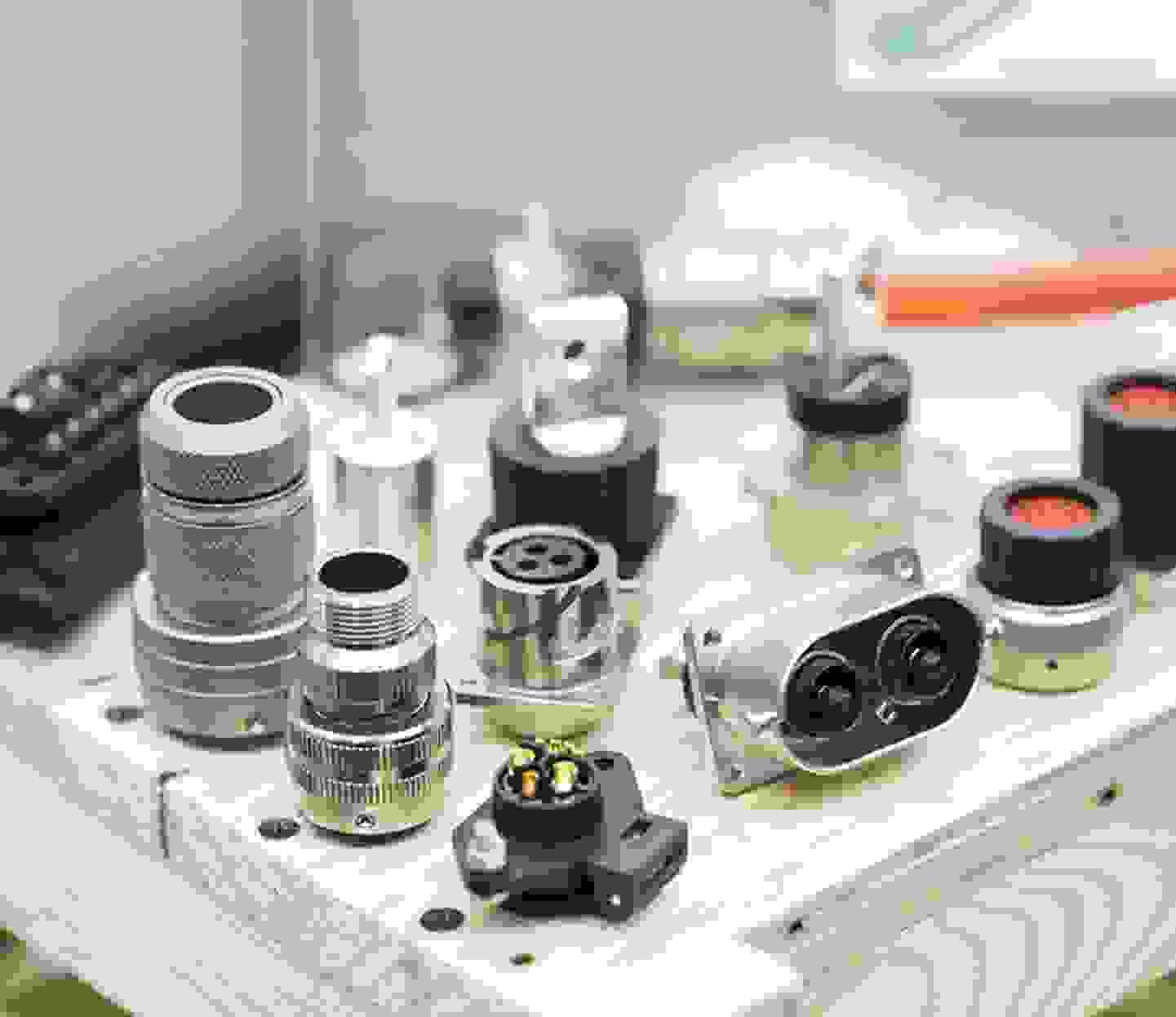 Tous les connecteurs ronds »