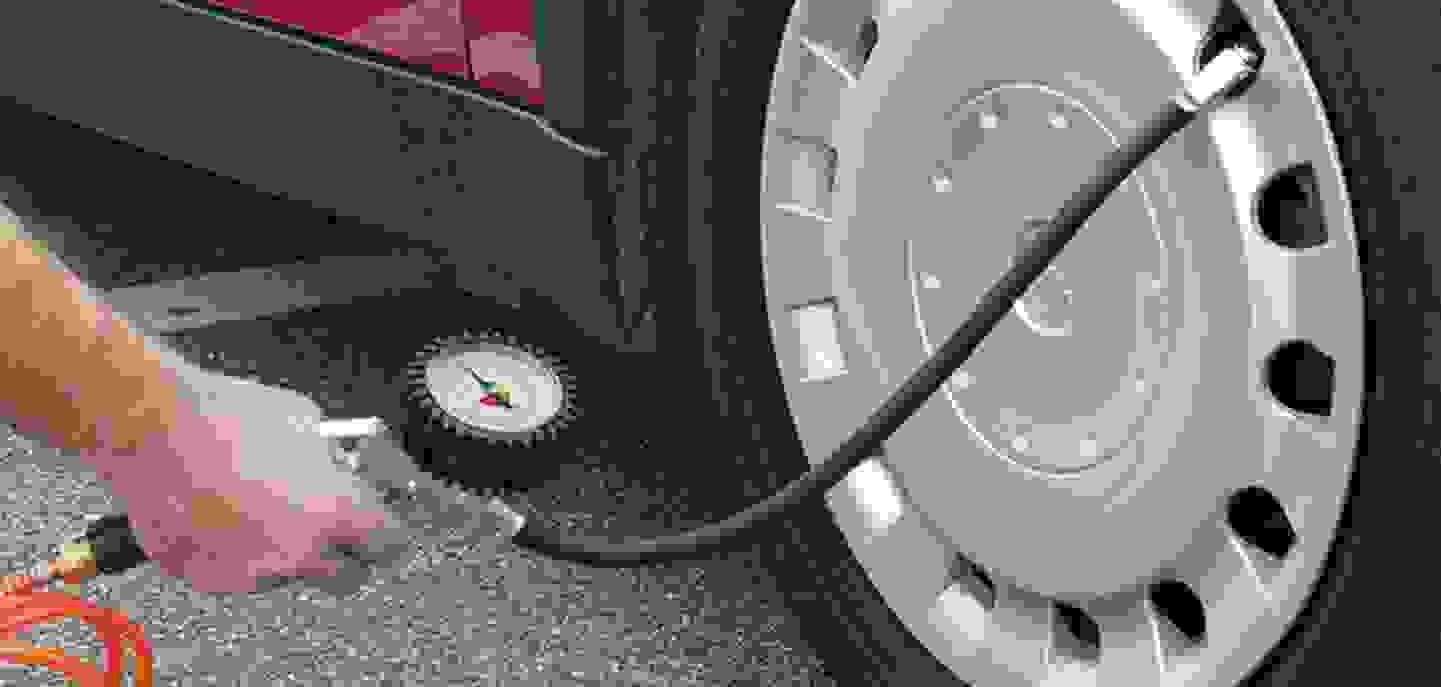 Contrôler la pression des pneus - voir les testeurs de pression des pneus »